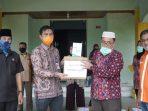 Sekda Muaro Jambi, M.Fadil Arief saat menyerahkan bantuan alkes penanganan Covid-19 ke RS Ahmad Ripin