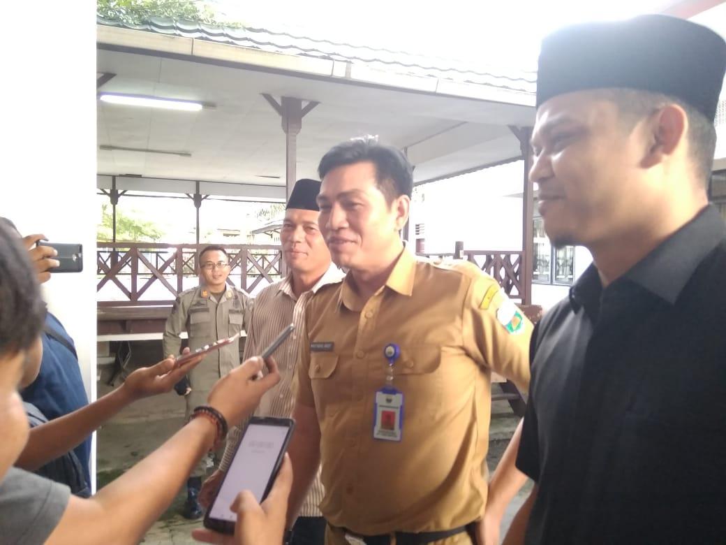 Sekda Muaro Jambi, M.Fadhil Arief saat diwawancarai wartawan