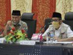 Wali Kota Padang, Mahyeldi dan Wakil Wali Kota Padang, Hendri Septa saat mengikuti Vidcon perpanjangan PSBB (ist)