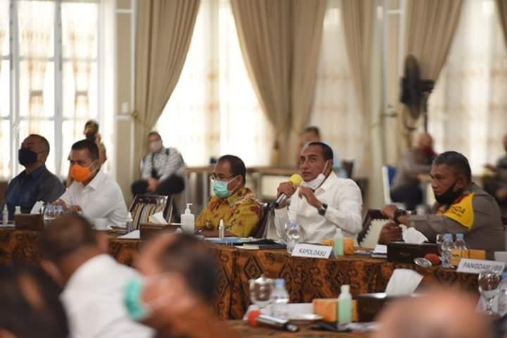 Gubernur Sumut, Edy Rahmayadi saat memimpin rapat petunjuk strategis pasca status tanggap darurat