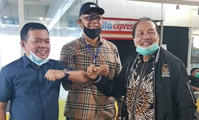Al Haris (kiri) bersama Fasha dan Zulfikar Achmad