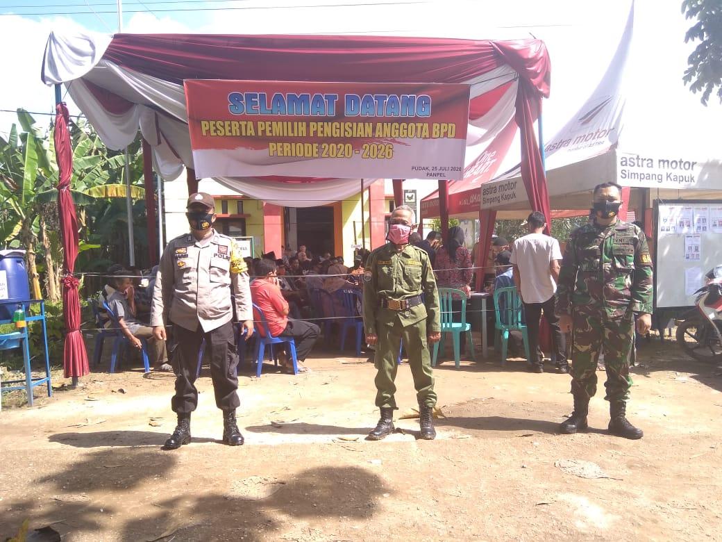 Pemilihan anggota BPD di Desa Pudak, Kecamatan Kumpeh Ulu.