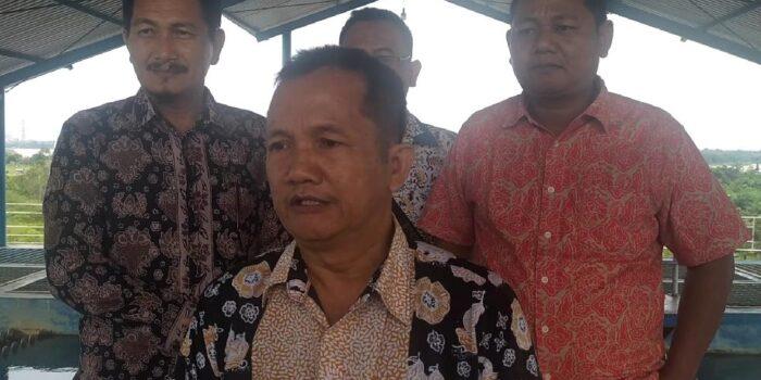 Dirut PDAM Tirta Muaro Jambi, Budi Mulia bersama tim.(Foto:Raden Hasan Efendi)