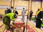 Bupati Masnah saat melantik 18 pejabat eselon II Pemkab Muaro Jambi.(Foto: Humas)