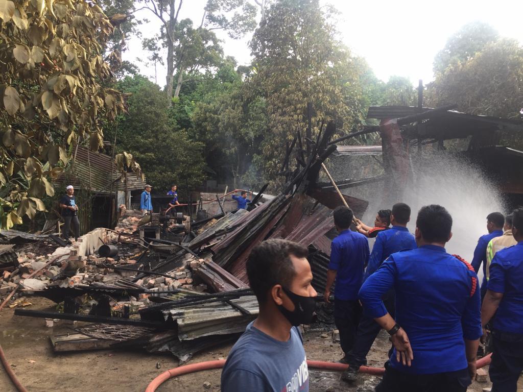 Gudang Penggilingan padi milik Hermansyah hangus terbakar