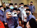 Kafilah Sumut Selfie bersama Gubernur Edy Rahmayadi.(ist)