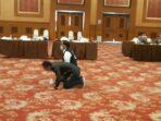 Menang di Pilgub Jambi, Saksi Haris - Sani sujud syukur di acara Pleno KPU