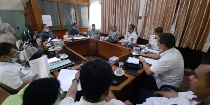 Komisi I DPRD Muaro Jambi saat hearing dengan Diknas Muaro Jambi.(Foto:Jambipers.com)