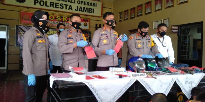 Polrestas Jambi gelar konferensi pers penangkapan tiga pelaku Curat yang beraksi di Jelutung.