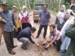 Anggota DPRD Muaro Jambi Dapil Jaluko saat mengevaluasi sejumlah proyek fisik di Kecamatan Jaluko.