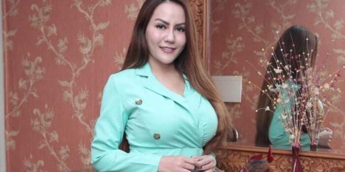 Penyanyi dangdut Nita Thalia