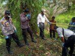 pihak kepolisian saat melakukan olah TKP penemuan tengkorak di Desa Pauh Menang.