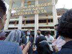 Walhi Jambi memberikan keterangan pers usai mendaftarkan gugatan terhadap PT.PDI dan PT.PBP.(Foto:Raden Hasan Efendi/Jambipers.com)