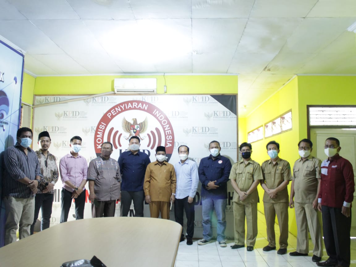 Pengurus Radio Sutha UIN STS Jambi Evaluasi Dengar Pendapat dengan KPID