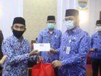 Sekda Sudirman Serahkan Bingkisan Idul Fitri kepada PNS Lingkup Pemprov Jambi