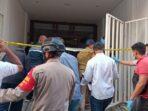 Polisi geledah bekas markas FPI di Petamburan.