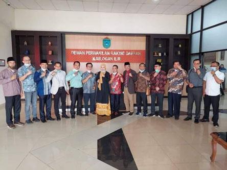DPRD Muarp Jambi berfoto bersama