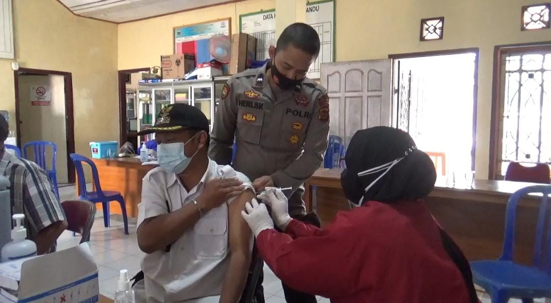 Program Vaksinasi Lansia di Desa Kedemangan.