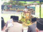 Bupati Kerinci saat menghadiri Sholat Hari Raya Idul Adha 10 Zulhijah 1442 H/2021 M di Lapangan Desa Koto Lua.