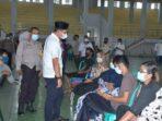 Bupati Batanghari MFA saat memantau pelaksanaan vaksinasi massal di BSC Bulian.