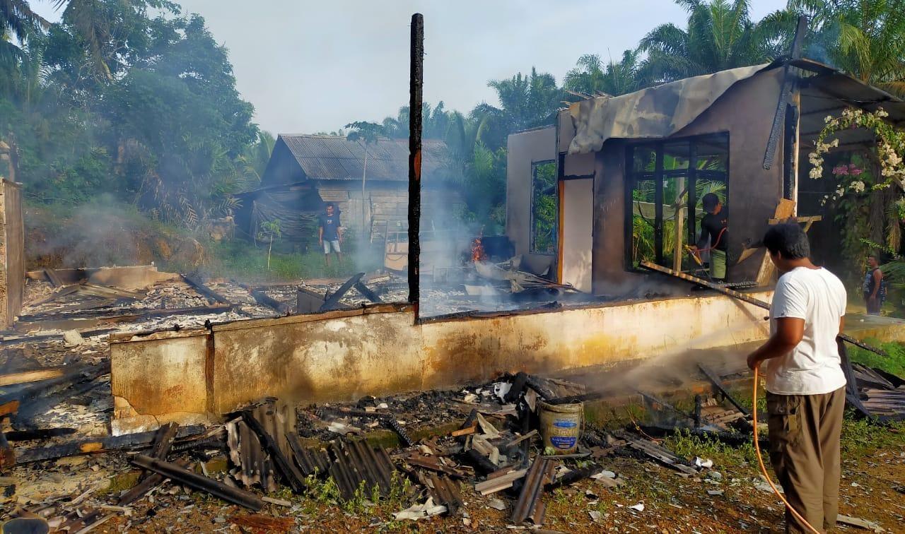 Kondisi rumah milik Delpriyanto pasca kebakaran.