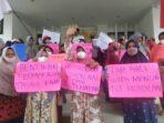 para demonstrans saat menggelar aksi di Kantor Bupati Muaro Jambi.(Foto:Raden Hasan Efendi/Jambipers.com).