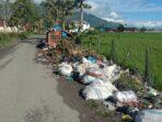 Sampah berserakan di TPS Koto Dian Pulau Tengah, Kecamatan Keliling Danau.