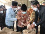 Gubernur Al Haris saat melepas ekspor perdana 18 ton pinang ke Saudi Arabia.