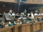 suasana sidang paripurna di gedung DPRD Muaro Jambi.