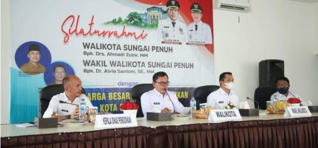 Wali Kota dan Wakil Wali Kota Sungai Penuh Silaturahmi dengan Keluarga Besar Dinas Pendidikan