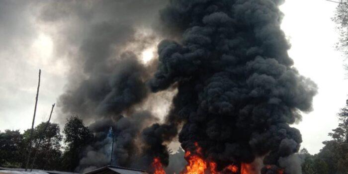 Gudang pengolahan minyak yang terbakar di Kelurahan Pijoan.( Foto:Raden Hasan Efendi/Jambipers.com).
